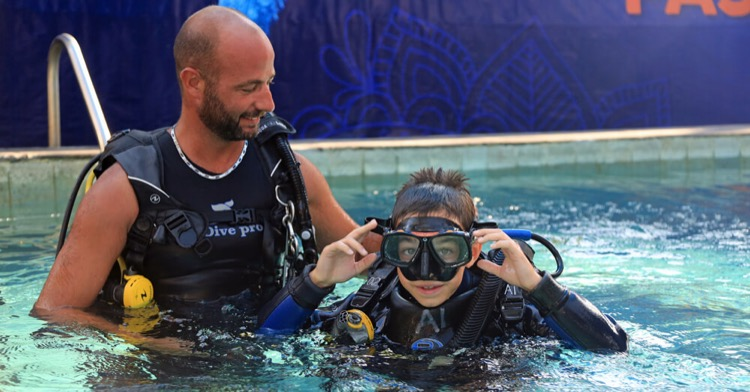 How to remove the fog from your mask? | First dive | Atlantis bali diving